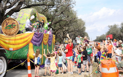 Families navigate around the construction area on Napoleon Avenue to clamor for beads from the Krewe of Carrollton in January 2013. (Robert Morris, UptownMessenger.com)