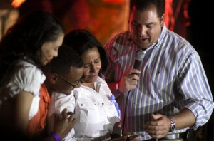 NOPD Second District Commander Paul Noel (right) presents the family of Officer Rodney Thomas with a silver pendant at a fundraiser at Tipitina's in August. (UptownMessenger.com file photo by Robert Morris)