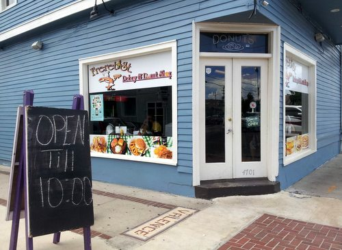 Freret Street Po-Boy and Donut Shop boasts its new extended hours on a recent afternoon. (Robert Morris, UptownMessenger.com)