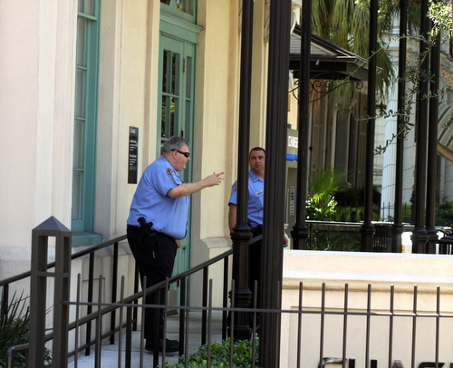 New Orleans police officers stand in front of the Chase Bank branch on St. Charles Avenue shortly after the robbery Thursday afternoon. (Robert Morris, UptownMessenger.com)