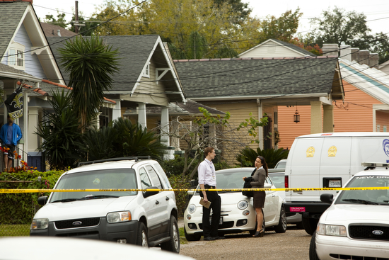 Police investigate a suicide in the 2800 block of Laurel Street on Monday morning. (Sabree Hill, UptownMessenger.com)