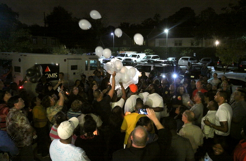 Friends, family and supporters of Hector Trochez release balloons from the Chase bank parking lot where he was gunned down Wednesday. (Robert Morris, UptownMessenger.com)