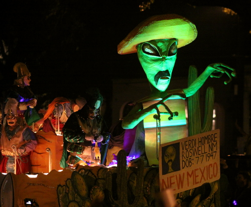 "Illegal aliens become actual aliens on the Krewe d'Etat ""Fake ID"" float. (Robert Morris, UptownMessenger.com)"