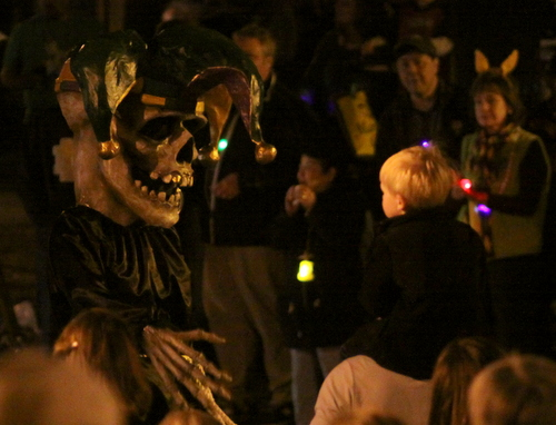 A member of the Krewe d'Etat greets a child in the Napoleon Avenue crowd. (Robert Morris, UptownMessenger.com)