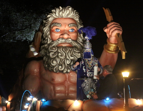The Krewe of Morpheus captain's float rolls on Napoleon Avenue. (Robert Morris, UptownMessenger.com)