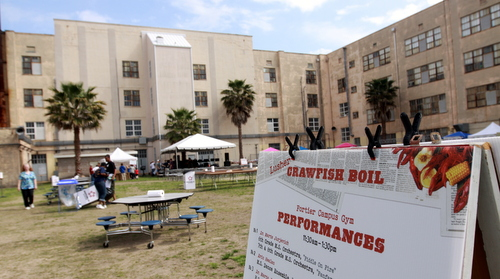 The Lusher High School courtyard on Saturday morning, prior to the start of the school's annual crawfish boil fundraiser. Next year, modular classrooms will fill the space. (Robert Morris, UptownMessenger.com)