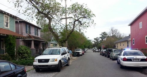 New Orleans police investigate a report of a home invasion in the 7800 block of Panola Street on Friday, April 4. (Robert Morris, UptownMessenger.com)