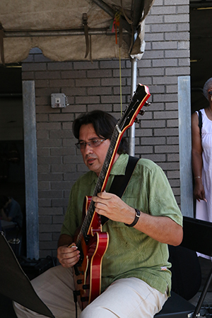 Steve Masakowski, guitarist and UNO professor, with the Orchestra. (Zach Brien, UptownMessenger.com)