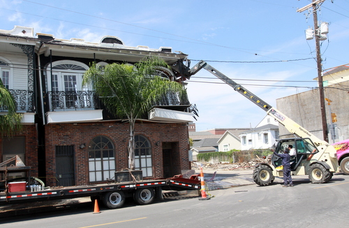 Scenes from the demolition of Frank's Steakhouse on Freret Street on Wednesday, Aug. 13, 2014. (Robert Morris, UptownMessenger.com)