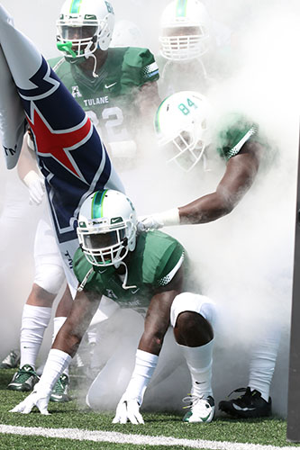 Tulane players, filled with energy, wait in the smoke-filled tunnel to make their debut in Yulman stadium. (Zach Brien, UptownMessenger.com)