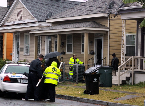 New Orleans police set up a crime scene around a house on Fern Street where a resident fatally shot a man in his yard Thursday morning. (Robert Morris, UptownMessenger.com)