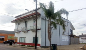 Workers have added a new wall enclosing the former laundry on the old Frank's Steak House site on Freret Street. (Robert Morris, UptownMessenger.com)