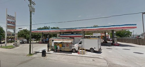 The Super Discount Gas station at South Claiborne and Washington in June 2014 (via Google maps)