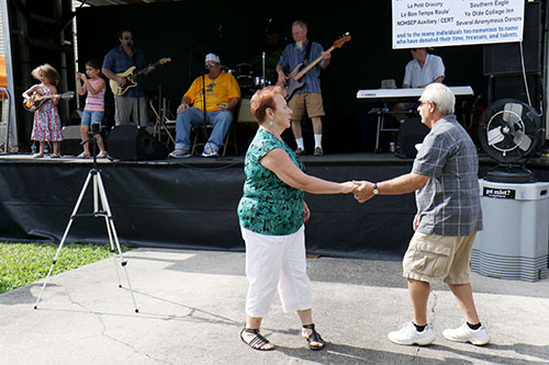 Stanley and Carolyn Baye dance to the J. Monque'D Blues Band. (Zach Brien, UptownMessenger.com)