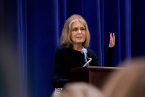 Gloria Steinem speaks at the Jewish Community Center on Sunday. (Sabree Hill, UptownMessenger.com)