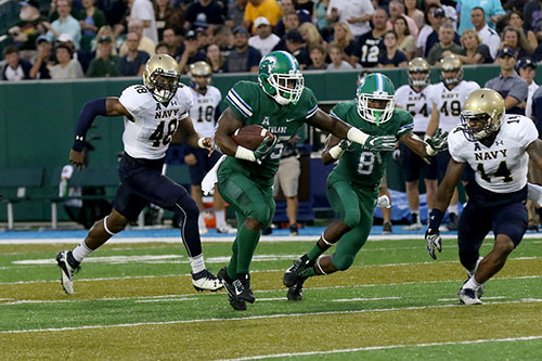 Tulane running back Josh Rounds breaks a run up the middle. Navy defeated Tulane 21-14 at Yulman Stadium. (Zach Brien, UptownMessenger.com)