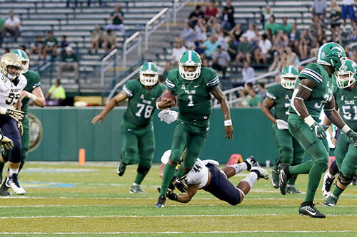 Johnathan Brantley runs on a quarterback draw. Navy defeated Tulane 21-14 at Yulman Stadium. (Zach Brien, UptownMessenger.com)