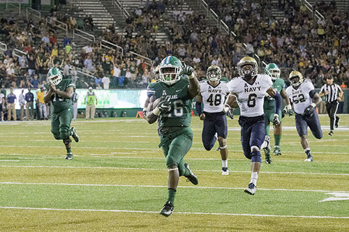Tulane running back Dontrell Hilliard runs for a touchdown in the third quarter. Navy defeated Tulane 21-14 at Yulman Stadium. (Zach Brien, UptownMessenger.com)